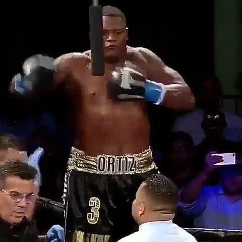 """""""KING KONG"""" calling out @bronzebomber  Follow to see more  @boxing.latestnews #boxing #mma #conormcgregor #joshua #knockout #ko #workout #bodybuildin #streetfight #boxeo #fitness #fights #boxingnews #training #hbo #showtime #canelo #motivation #garcia #mayweather #Golovkin #TMT #Fight #UFC #GGG #like4like #folow4folow #BoxeoMexicano"""