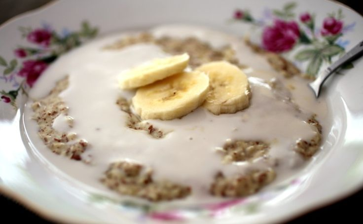 """skinnymixer's Warming """"Porridge""""  Print Author: skinnymixer's Recipe type: Breakfast Serves: 2-4 Ingredients 30 g raw almonds 30 g raw macadamia nuts 30 g brazil or cashew nuts 1 whole apple, quartered 1 medjool date, deseeded (optional or 1 tbsp sweetener) 25 g flax seed or linseed meal or chia seed meal 10 g shredded...Read More »"""