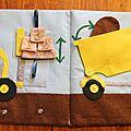 Quiet book page 8 : Camion benne et élévateur de palettes - Dumptruck and forklift - Meli Melo Deco