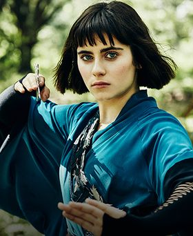 Stills of Quinn, Tilda, M.K., and Ryder from Into the Badlands