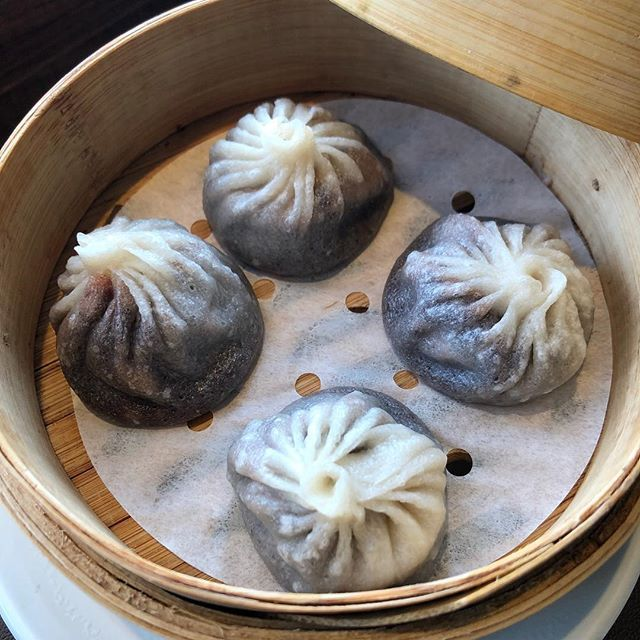 Craving these Chocolate Nutella & Banana Soup Dumplings at #kungfuxiaolongbao in Flushing! The Baos here are ethereal which is why I couldnt resist these sweet delights even though Im not a huge fan of chocolate. These pillowy sweet delights are a huge exception! Definitely one of my favorites from our epic #FlushingFoodCrawl! #jeaniuseats #jeaniuseatsqueens #allbuttonsbursting