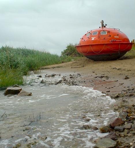 Oil Rig Escape Pods Become a Floating HotelPods Hotels, Hotels Room, Denis Oudendijk, Dobsonunusu Hotels, Oil Rig, Floating Hotels, Capsule Hotels, Escape Pods, Rig Escape