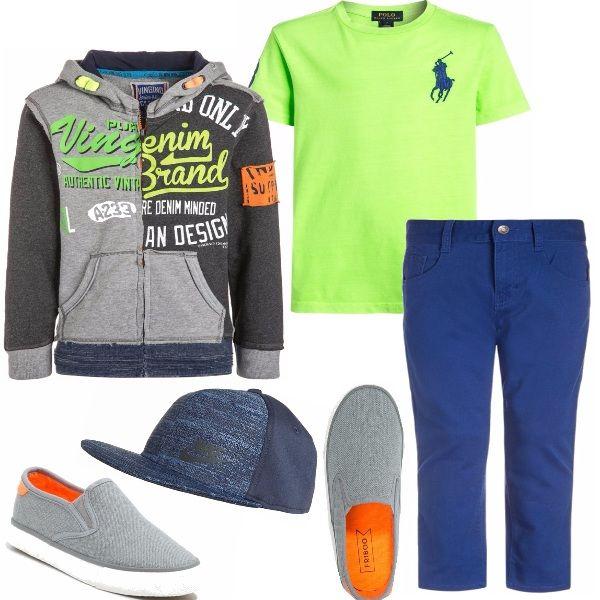 Allegro e colorato, così vuole vestire il bambino dell'autunno 2016. Felpa con scritte variopinte, maglia verde fluo, pantalone modello jeans, espadrillas comode e sempre trendy.
