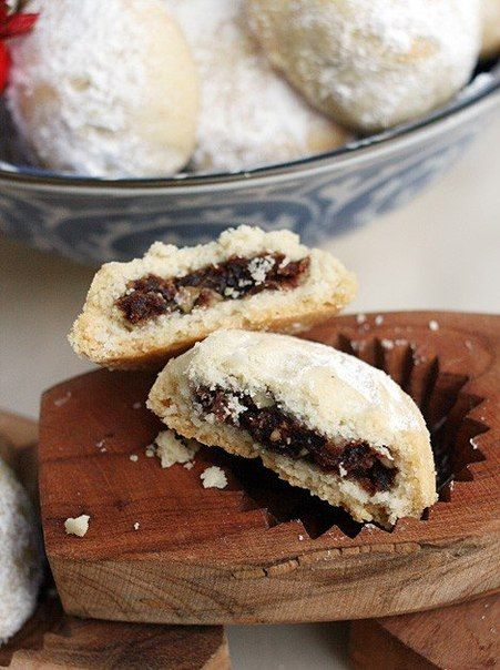Recipe Maamoul (Manana) stuffed with dried figs and nuts