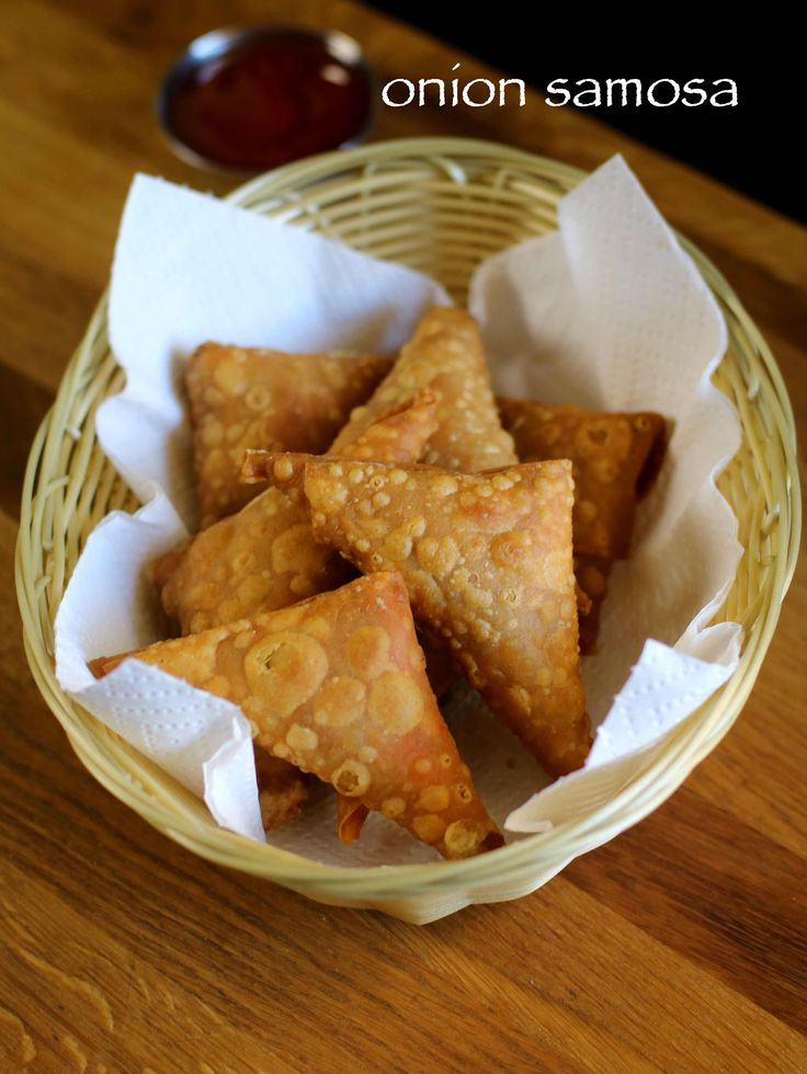 onion samosa recipe | irani samosa recipe | patti samosa recipe - http://hebbarskitchen.com/onion-samosa-recipe-irani-samosa-recipe/