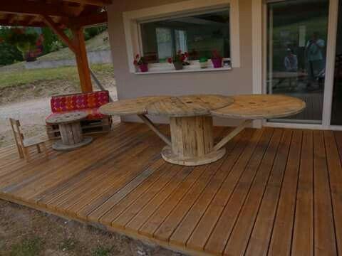 Table en touret et banquette en palette notre terrasse for Table de salle a manger en palette