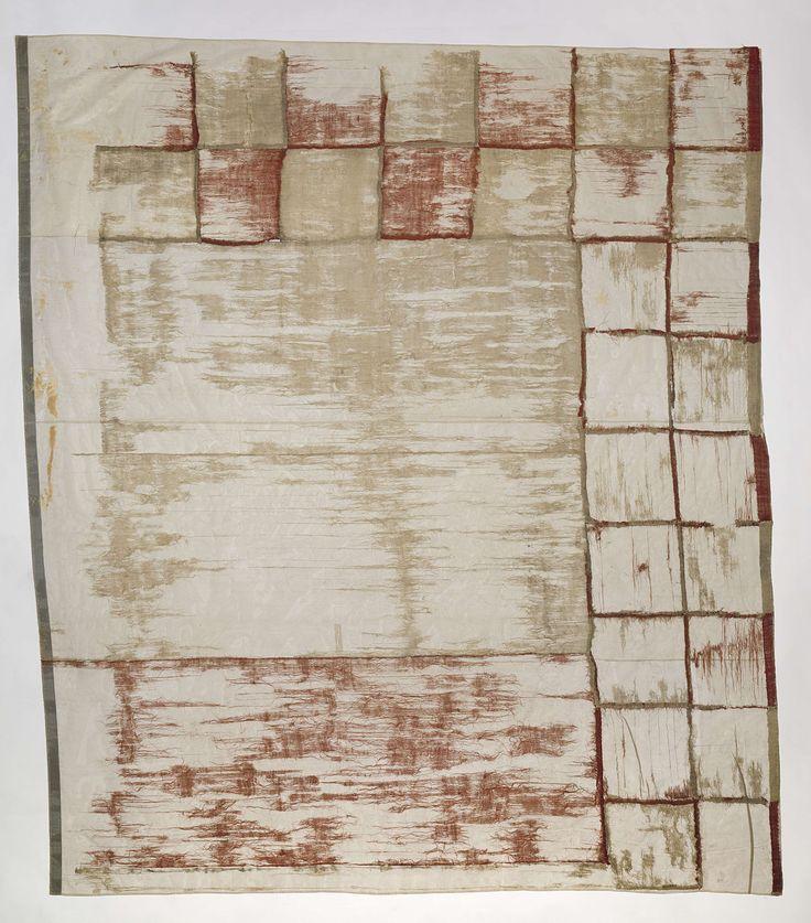 Anonymous | Fragment van een Engelse scheepsvlag 'Guinea Jack', Anonymous, 1665 | Fragment van een scheepsvlag, linker onderhoek, met een rood kruis (St. George's cross) op een witte achtergrond, en een dubbele rood-wit geblokte rand. Deze vlag is een 'Guinea Jack', die door de Engelse Royal Africa Company werd gevoerd. Dit exemplaar is waarschijnlijk in 1665 veroverd van het fort Cormantijn op de kust van West-Afrika.