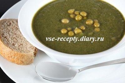 Зеленый суп из консервированного горошка с курицей