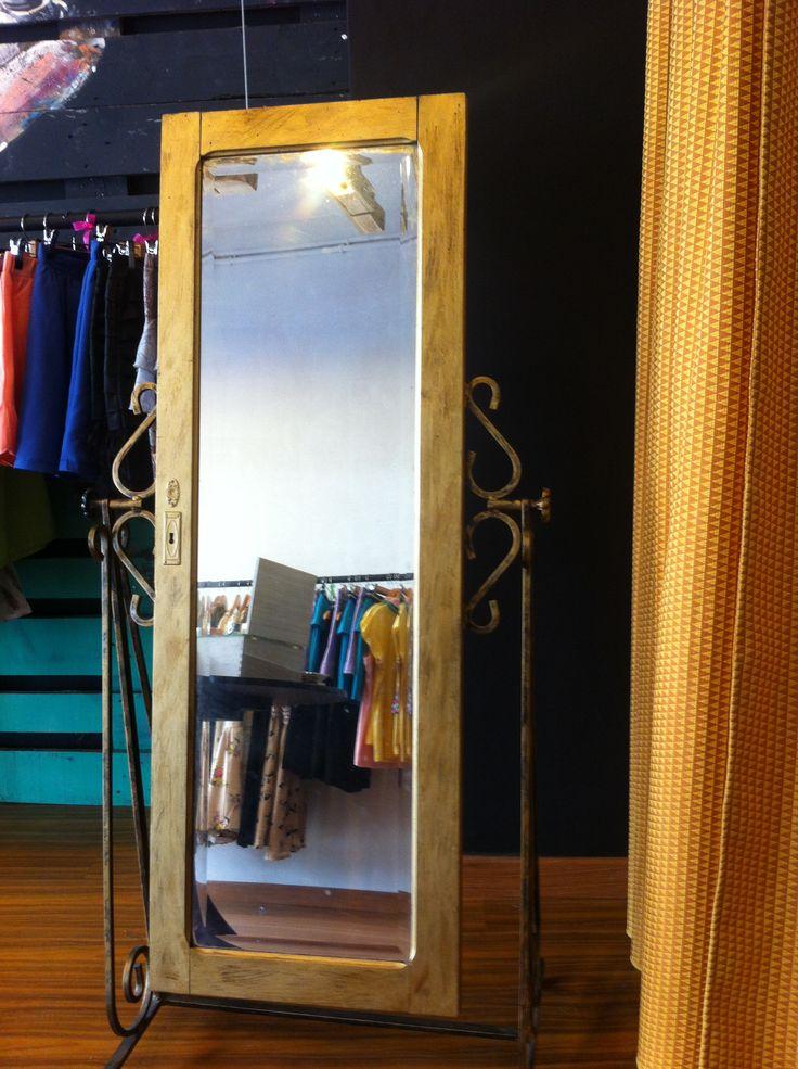 espejo hecho con una puerta de armario puertas pinterest