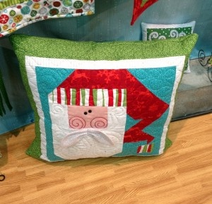 Christmas Pillow & 37 best Quilted Christmas pillows images on Pinterest | Christmas ... pillowsntoast.com