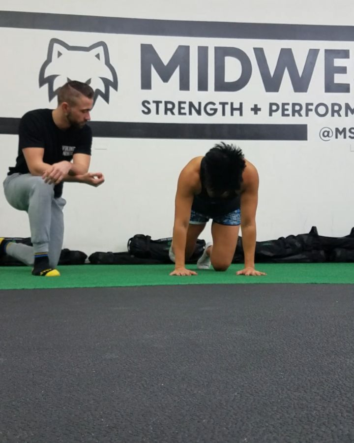 Guiding one of the hardest working members at @mspgym this morning.  @dj_cake3 has constantly been trying to improve on her technique within the Viking Ninja system. Excited to see how she progresses through time. @vknja_bodyweight is the beginning of it all. First Prep course very soon! -  @zaneroebuck    #Vikingninja #VKNJA #ninjabodyweight #viking #mechanics #bodyweightking  #longevity  #dedication #stayonnit #midfulmechanics #warriormode #revelinrotation #health #mobile #coach #trainer…