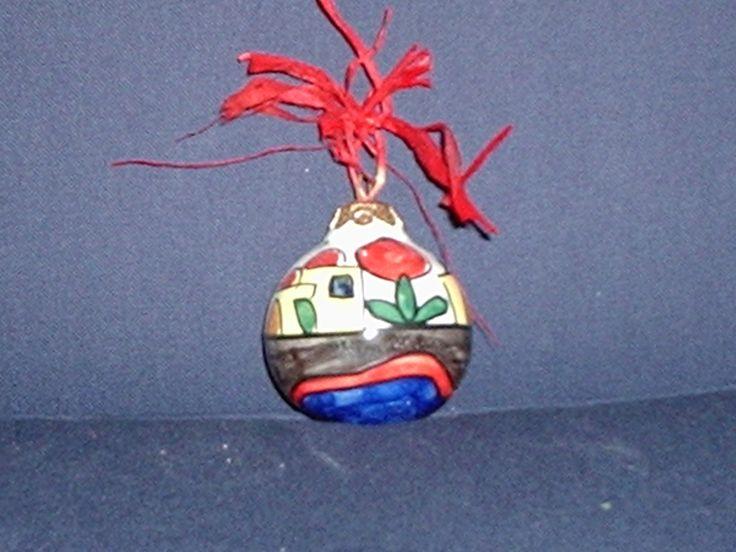 pallina di natale in ceramica diametro cm 6,da appendere E 7,00