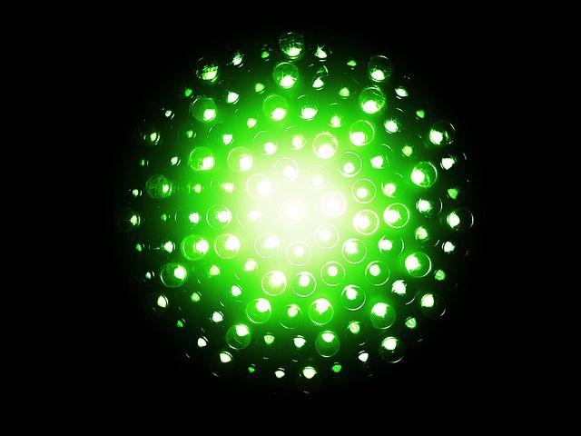 Hemos conocido que dos científicos españoles forman parte de un grupo alemán de investigación que ha creado BioLed, una luz LED blanca pura producida por proteínas. Se trata del proyecto que Rubén Costa y Pedro B. Coto están desarrollando junto a compañeros de la universidad de Erlangen-Nürnberg (FAU), en la región de Baviera. Han obtenido …
