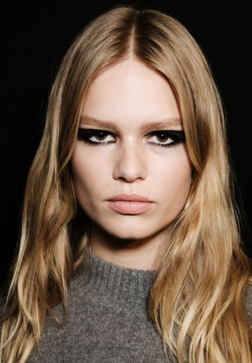 Anna Ewers, Versace Couture SS15. Black eye makeup and naked skin.
