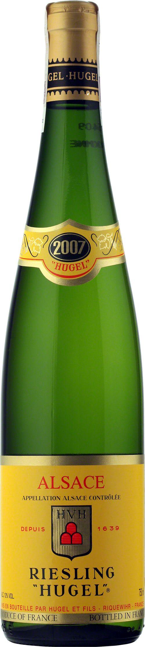 Hugel Riesling Alsace A.O.C. Najszlachetniejszy spośród wszystkich białych win Riesling jest wytrawnym winem, które swoją arystokratyczną moc najpełniej osiąga w Alzacji. Odmiana charakteryzująca się delikatną owocowością, potężną strukturą i subtelną kwasowością. #Wino #Riesling #Alzacja #Hugel #Winezja