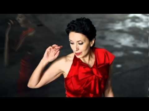 """Luz Casal - Piensa En Mi  ☄   """"Tacones Lejanos"""" ☛ http://www.imdb.com/title/tt0103030/"""