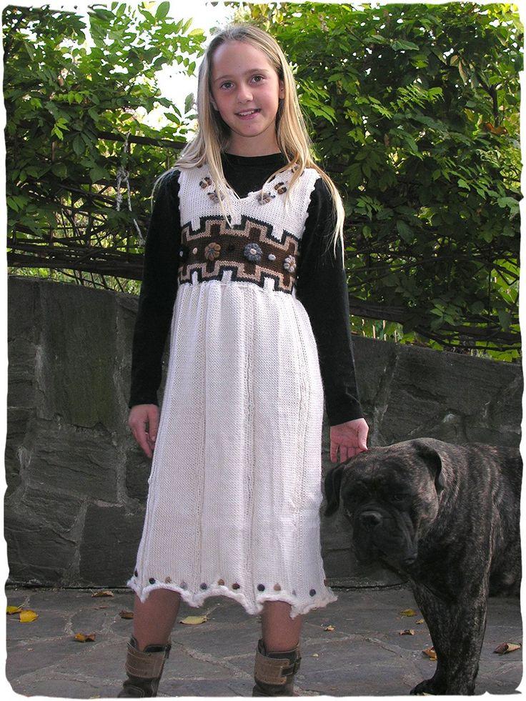 Vestito Bimba in lana d'alpaca  #Vestito scamiciato lavotato a mano con filo doppio, Disegno etnico con fiori ricamati.  #modaetnica #ethnicalfashion #alpacaswhool #lanadialpaca #peruvianfashion #peru #lamamita #moda #fashion #italianfashion #style #italianstyle #modaitaliana #lamamitafashion #moda2016 #fashion2016 #winter #winterfashion #dress #wintersales #sales #childrenfashion #modabimbi