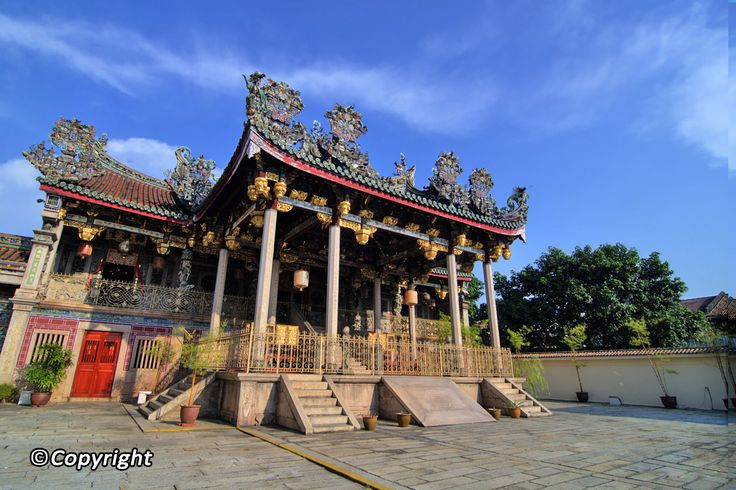 An island of rich Chinese heritage, Penang has an array of temples, ruins, museums, preserved forests, and beautiful beaches that make a trip here more than worthwhile. Top it off with the fact that this island is said to be the country's unofficial food capital, and