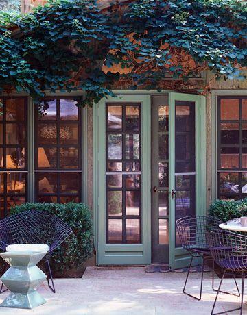 Small Yet Dramatic Sunroom Windows And Saarinen Table