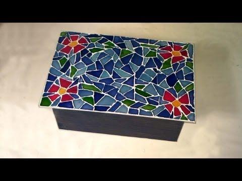 """Caixa reciclada com """"falso"""" mosaico."""
