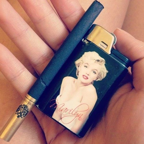 Even though I don't smoke, but this would be cool lighter to have.