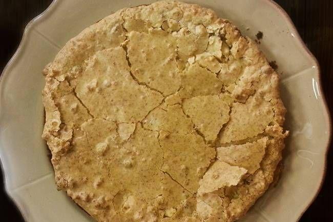Acı badem keki oldukça değişik ve lezzetli bir tariftir. Yapımı çok kolay ve çok pratiktir. Yapım süresi 30 dakika sürmektedir.