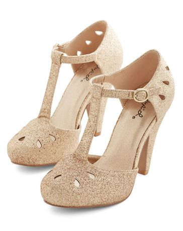 cute gold heels  http://rstyle.me/n/ugndwpdpe