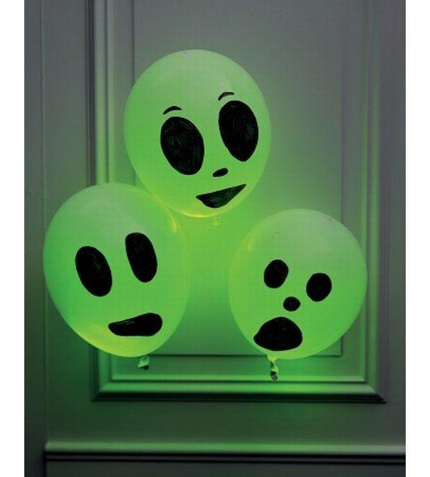Balonowe duchy - na kolorowych balonach namaluj twarze duchów