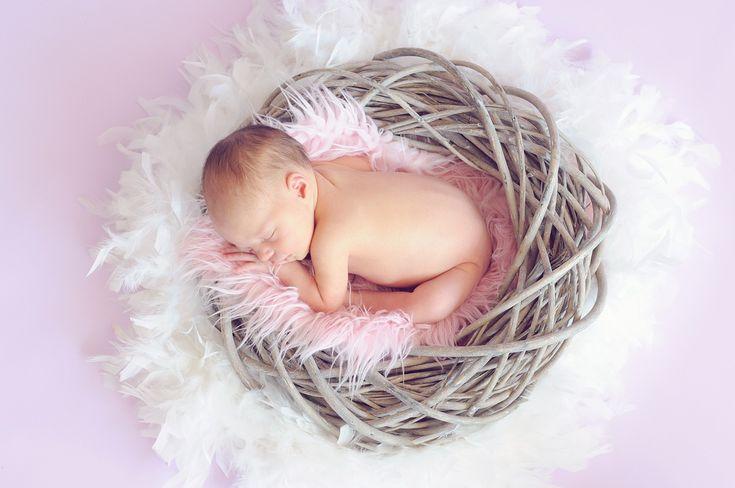 La psychologue Rosa Jové propose, dans son livre Dormir sans larmes, des solutions pour accompagner les tout-petits dans leur construction du sommeil.