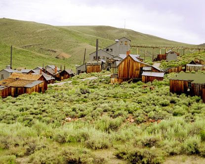 Colorado ghost towns are equally as famous as the ones found in Arizona, and the majority of them have similar histories. As with the other Four Corners states (New Mexico, Utah, and Arizona), there are operators who offer vacation packages to explore many of these. Some are day excursions, while others are night trips when the atmosphere is spookier, and still others last several days.