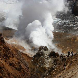 Камчатка. Тур: В кратер вулкана Мутновский – в этом маленьком путешествии мы встретимся лицом к лицу с самым мощным действующим вулканом Евразии – вулканом Мутновский.