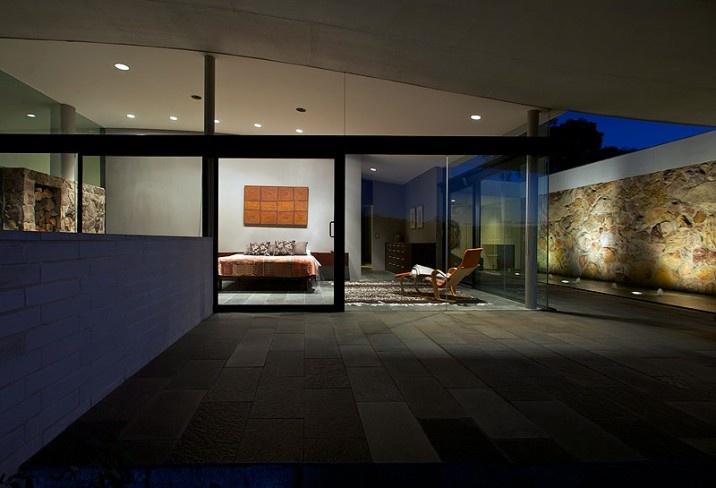 347599-master-bedroom-the-seidler-house-south-coast-australia.jpg (716×488)