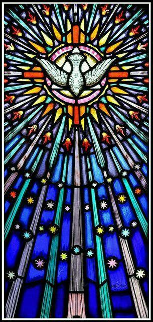 Vitral del Espíritu Santo.