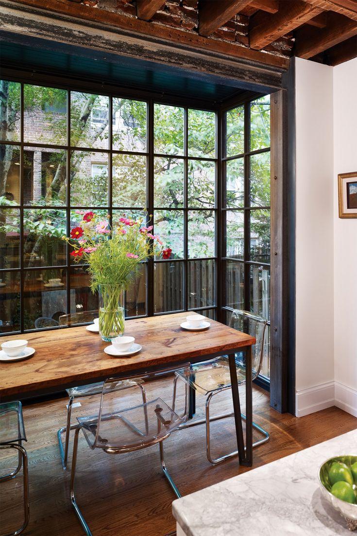 Les cloisons verrières peuvent aussi agrandir l'espace vers l'extérieur. Quel bonheur de faire un avec la nature à chaque repas! West Philadelphia Kitchen – Hanson General Contacting, Inc.