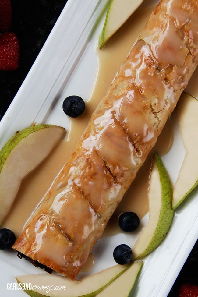 Cinnamon Pear Strudel with Vanilla Glaze (Easy!) | http://www.carlsbadcravings.com/cinnamon-pear-strudel-with-vanilla-glaze-easy/