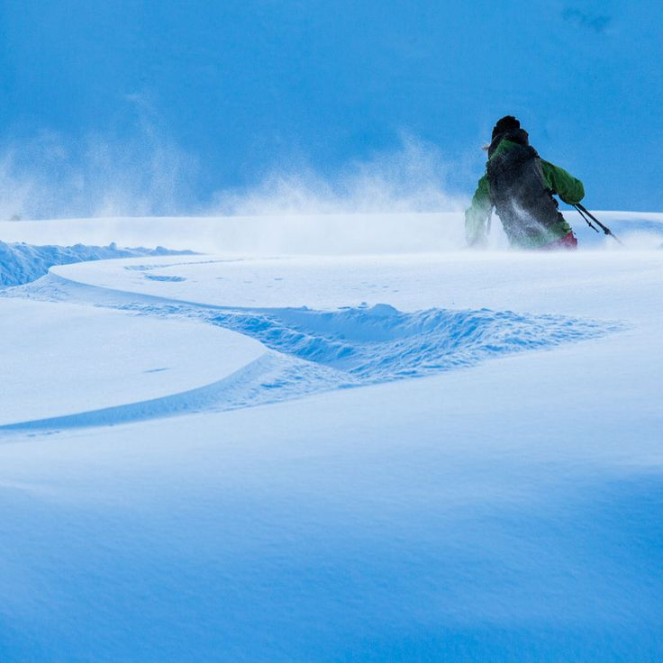 Day dreaming! Bluebird pow days! 😍 #levelgloves #skigloves  #wintergloves 📷  Mika Merikanto