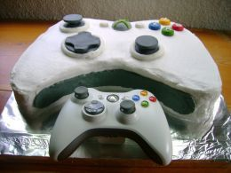 XBox Birthday Cake ... (http://thepartyanimal.hubpages.com/hub/geek-birthday-cakes)