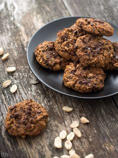Ciasteczka z ciecierzycy z masłem orzechowym, orzeszkami ziemnymi i czekoladą (wegańskie, bezglutenowe, bez cukru) | true taste hunters | Bloglovin'