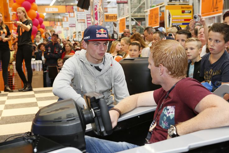 Was really nice to have a chat with Max, so much nicer then I expected him to be..  #F1 #Hornbach #GoMax #Verstappen #Bernax #Simulator #Simracing