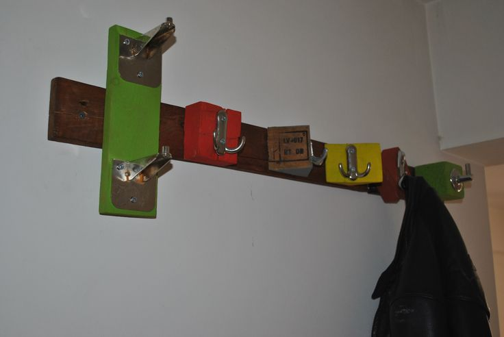 DIY COAT-HANGER FROM PALLETS