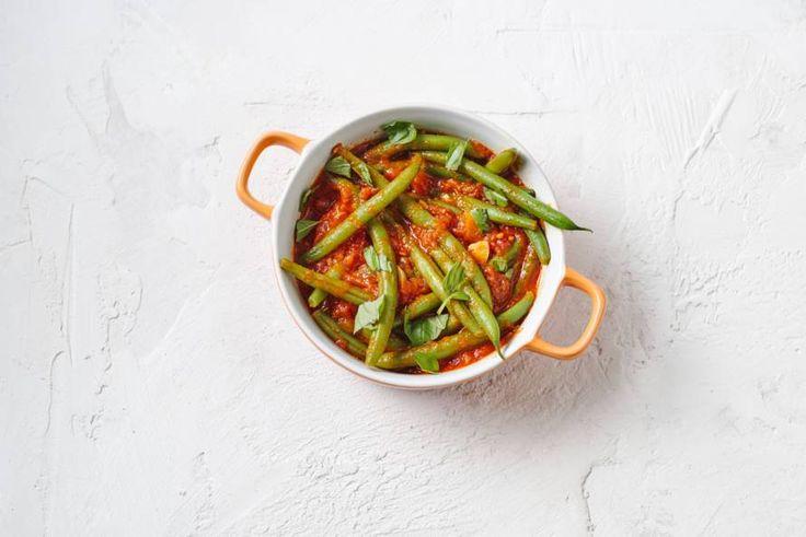 Kijk wat een lekker recept ik heb gevonden op Allerhande! Sperziebonen in knoflook-tomatensaus