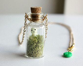 Kodama arbre esprit Terrarium collier - pendentif en verre mini bouteille, brillent dans la sombre mononoke princess collier, bijoux de studio ghibli