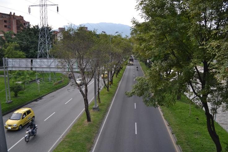 Día sin carro en Medellín. Lugar: Autopista sur, a la altura de la Av 33. Fecha: 23 de abril de 2012 - 4:44pm
