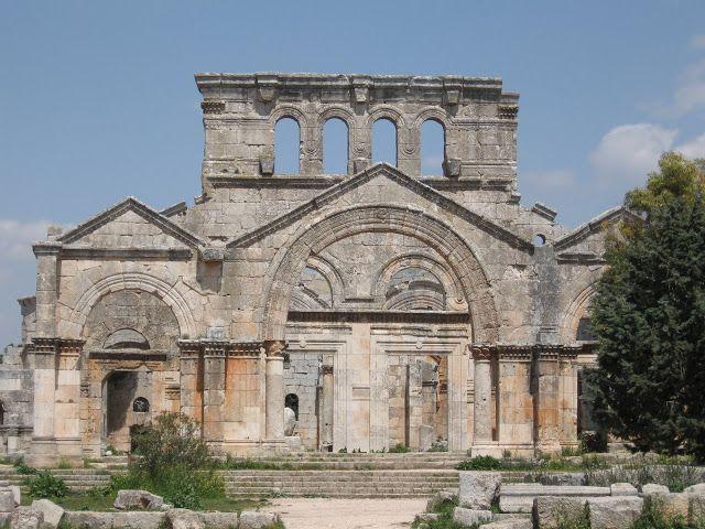 تقع قلعة سمعان في محافظة حلب بالقرب من دارة عزة بالأصل هي كنيسة بدئ العمل في بنائها عام 476م وأنجز في عام 490م أي أنه Barcelona Cathedral Cathedral Landmarks