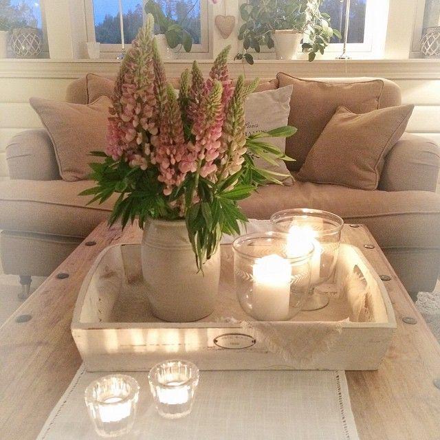 God natt #goodnight #stue #livingroom #lupiner #flowers #myhome #myhouse #landlig #lantliv #levlandlig #inspirasjon #inspiration #maisoninterior #maisoninteriør #mynorwegianhome
