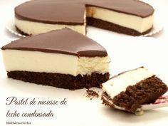 ¡Hoy es el cumpleaños de mi marido! y para celebrarlo qué mejor que una rica tarta. Esta tarta ya la he hecho en un par de ocasiones más y siempre ha tenido mucho éxito. La base es un bizcocho de … Continuar leyendo →