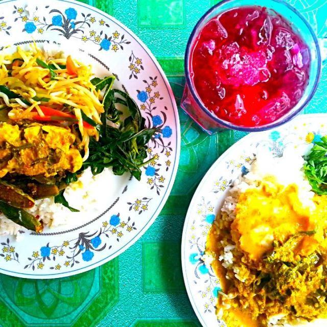 マレーシア料理!手で食べるとまたひと味違います。 - 25件のもぐもぐ - マレーシア、クアラ・ルンプールの屋台ご飯。手で食べるとまたひと味違います。 by Discover the world through kitchens!世界の食卓を旅しよう!