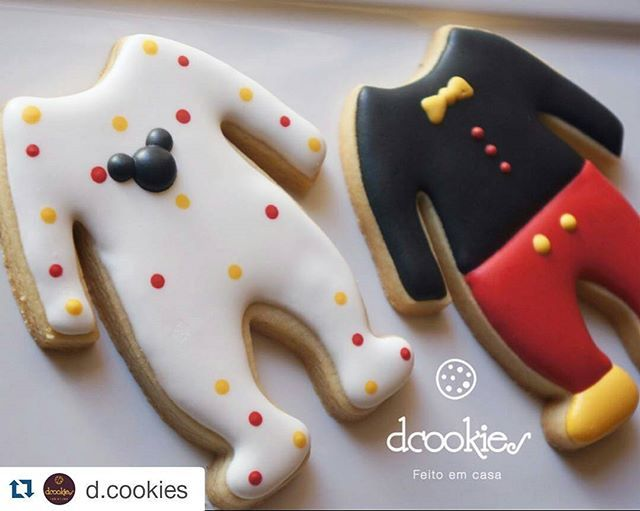 Oh goodness!  Here is our All-in-one cookie cutter in a Mickey Mouse theme.  Super cute @d.cookies! ・・・ Estou completamente apaixonada por essa encomenda ❤️ . . . Cortador @howsweetisthat  #Dcookies #mickeycookies #babycookies #cookiesdecorados #lembrancinhaspersonalizadas