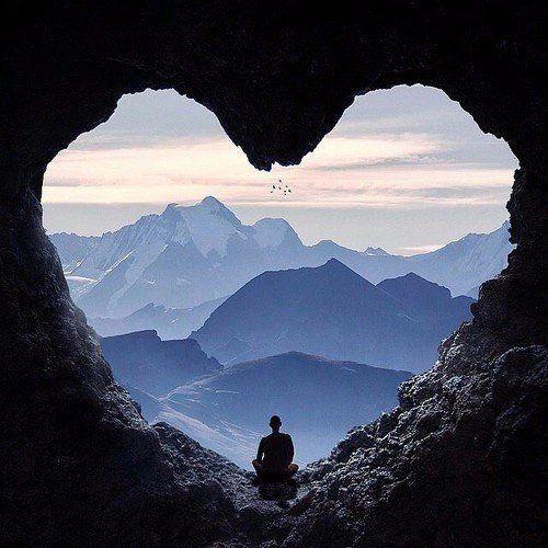 ДУХОВНАЯ  АКАДЕМИЯ  ОСОЗНАННОСТИ. : Любовь, по-моему, важнее всего на свете.