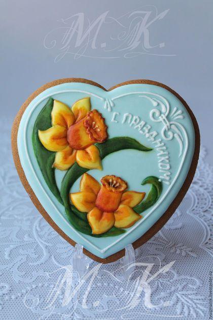 """Кулинарные сувениры ручной работы. Ярмарка Мастеров - ручная работа. Купить """"Сердце с нарциссами"""". Handmade. Комбинированный, подарок женщине"""